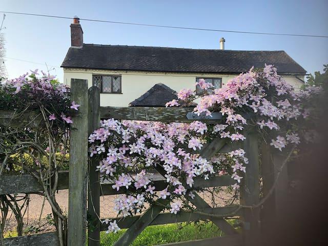 Derbyshire Dales Beautiful Farm Location