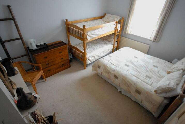 Buddies - Room 1