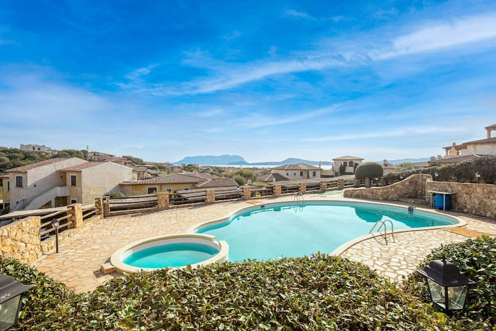 "Holiday Home ""Civico 49"" close to the Beach with Sea Views, Shared Pool, Wi-Fi, A/C, Terrace & Garden; Parking Spaces Available, Pets Allowed, Wheelchair-Accesible"
