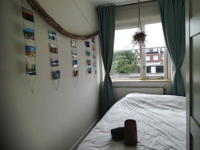 Cozy room near Amsterdam. Free Parking & Netflix