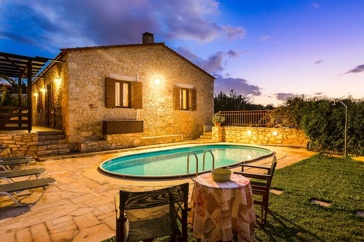 Traditional Stone- built House with Garden Pool!