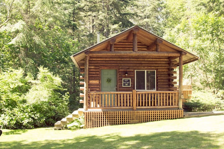 Elliott's Cabin ~ Charming and Cozy