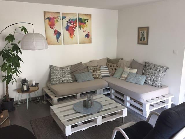 Moderne et chaleureux - Le Sourn - Rumah