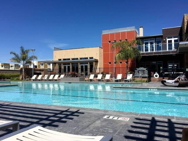 Resort living with garage parking - TL2