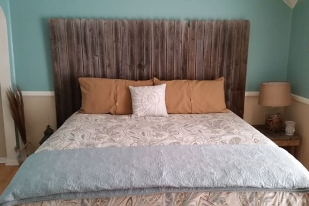 Beach House Room - king bed