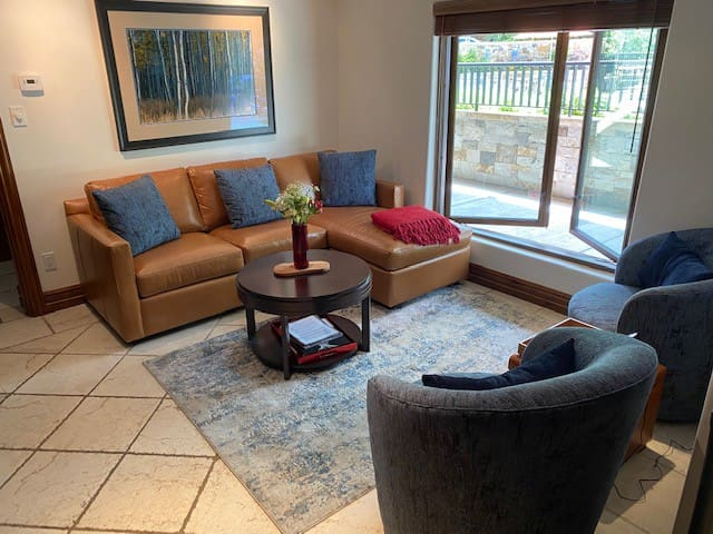 Living area with swivel chairs