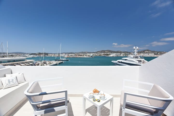Premium Penthouse with Sea View and Rooftop-Terrace in the port of Ibiza, free Wifi - Hotel Ryans La Marina