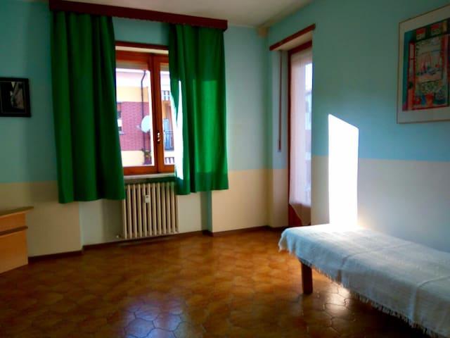 Stanza con Bagno Condiviso - Saluzzo - Apartamento