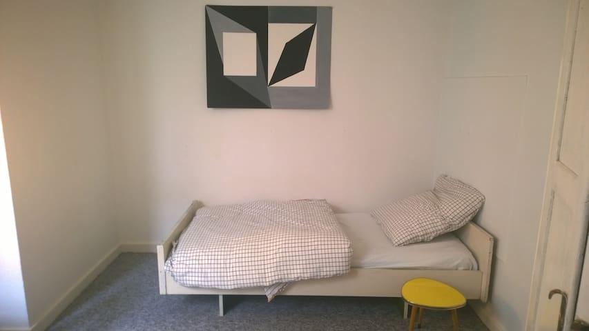 CITY, Schönes Zimmer in netter Studenten-WG - Detmold - Appartamento