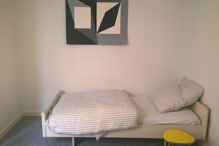 CITY, Schönes Zimmer in netter Studenten-WG - Daire