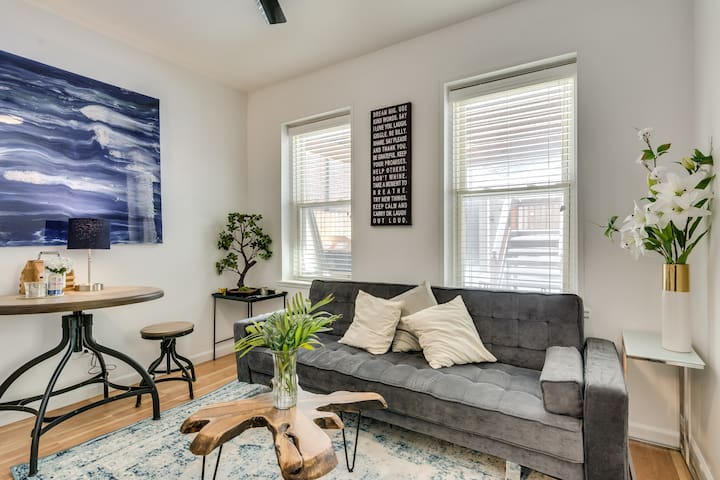 Comfy 2 BR West Town Apartment