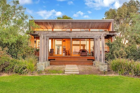 Luxury Horse Farm Cabin near Great Ocean Road