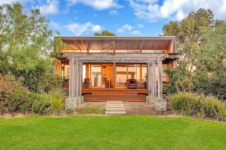 Luxury Horse Farm Cabin near Great Ocean Road