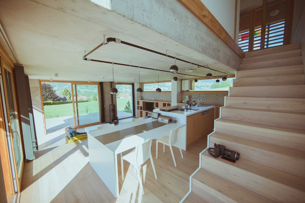 Salon et cuisine en demi-niveaux