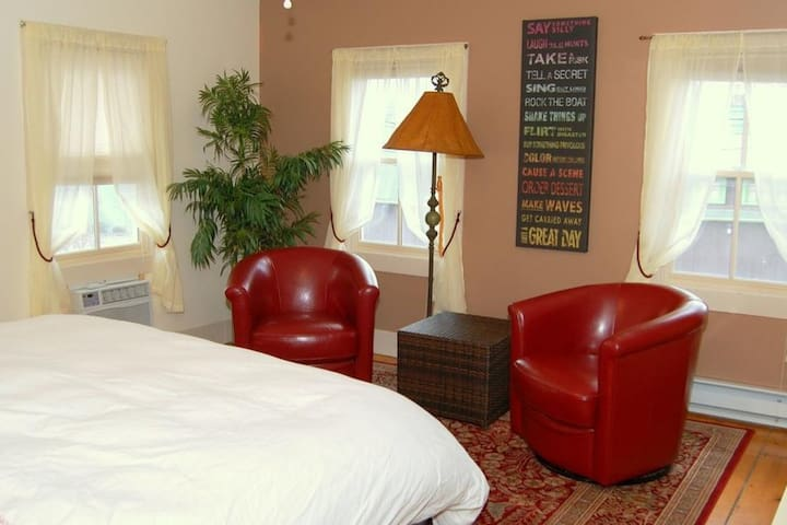 Woodstock Village Suite for Two