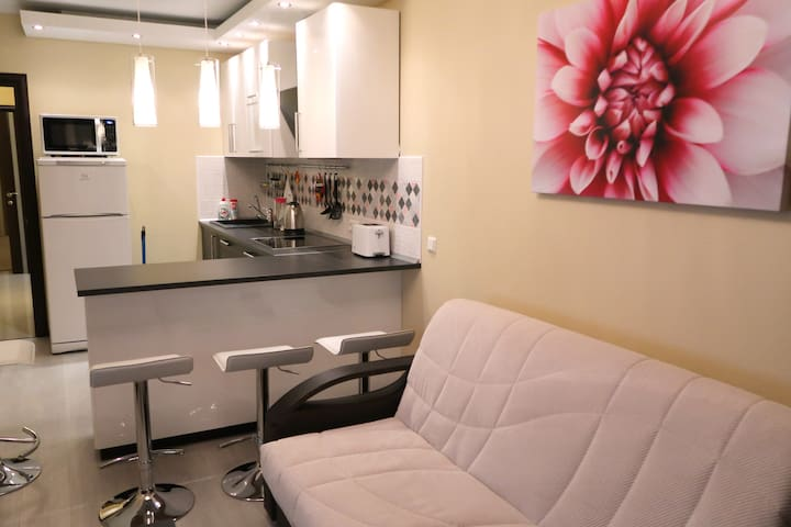 Comfy Place Lesnaya 2R NEW Appt. for 5 near metro