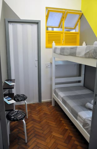 A compact and cozy reverse room w/ 2 single bed