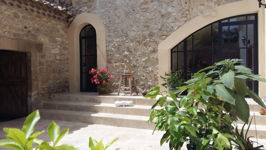 Proche Baux et St Remy de provence - Mouriès - Pousada