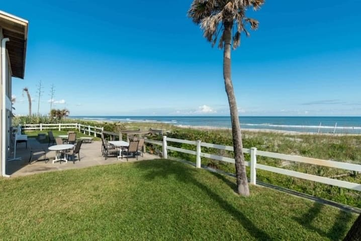 Beach Condo-Less than 100 steps from door to sand!