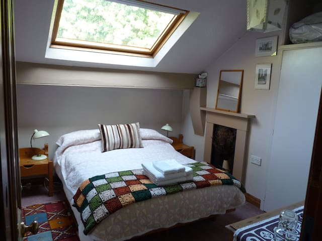 Comfy rooms in lovely house close to universities