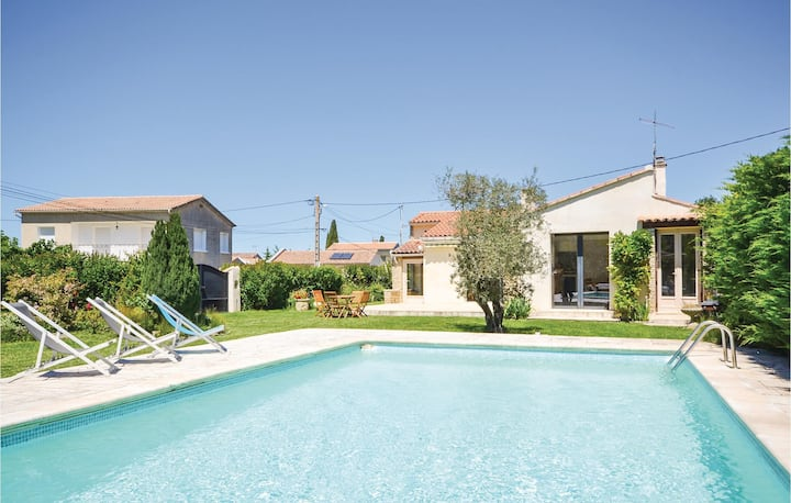 Awesome home in L'Isle sur la Sorgue with WiFi and 2 Bedrooms