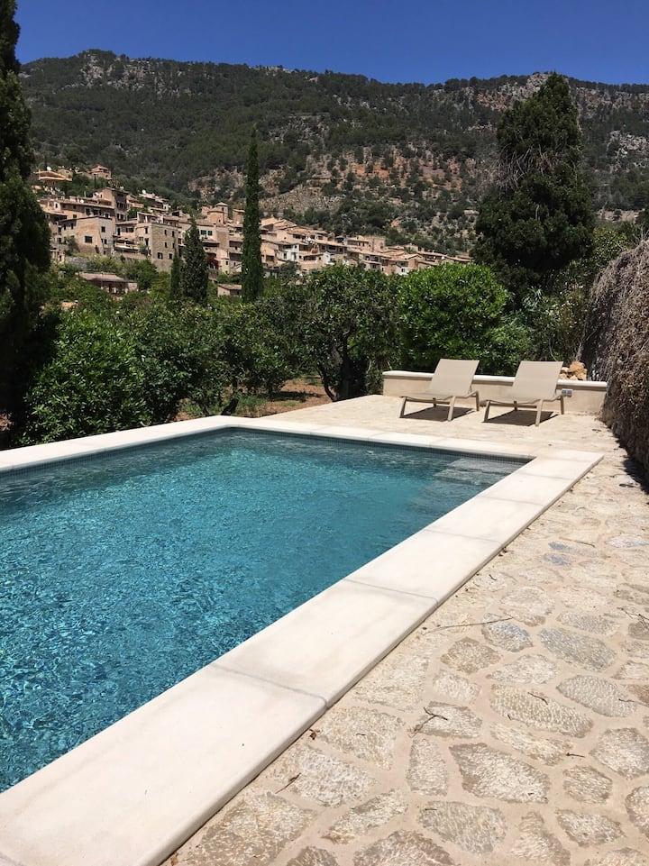 Maison et piscine dans les orangers