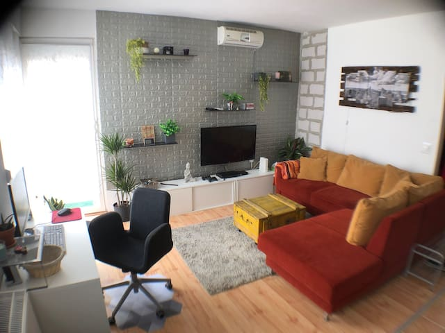 Modern flat with a lot extra for 2+2
