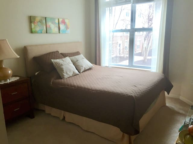 Beautiful Upscale Room by Grosvenor Metro Station - North Bethesda - Leilighet