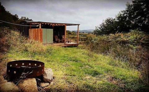 Unique Shepherd Hut for 2 with outdoor kitchen