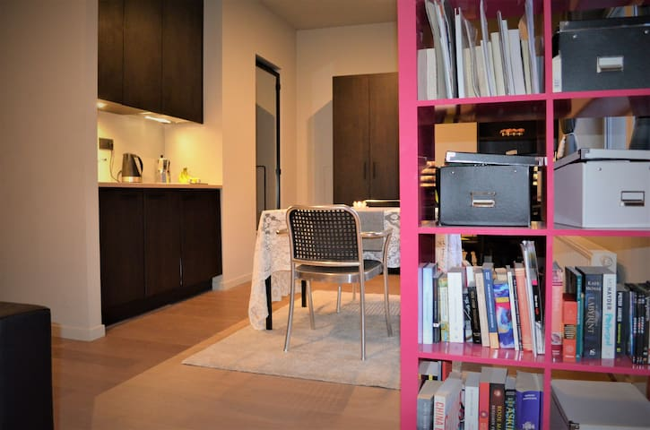 Centrally located, gorgeous flat 2min from station - Leuven - Apartment