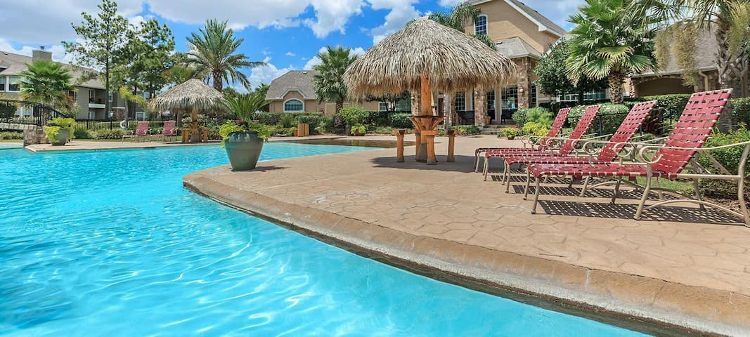 Private Furnished 2-Bedroom 2-Bathroom (Nueces) - Houston - Daire