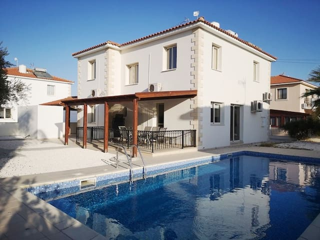 Villa Papa - Deluxe 5BD Home with Private Pool