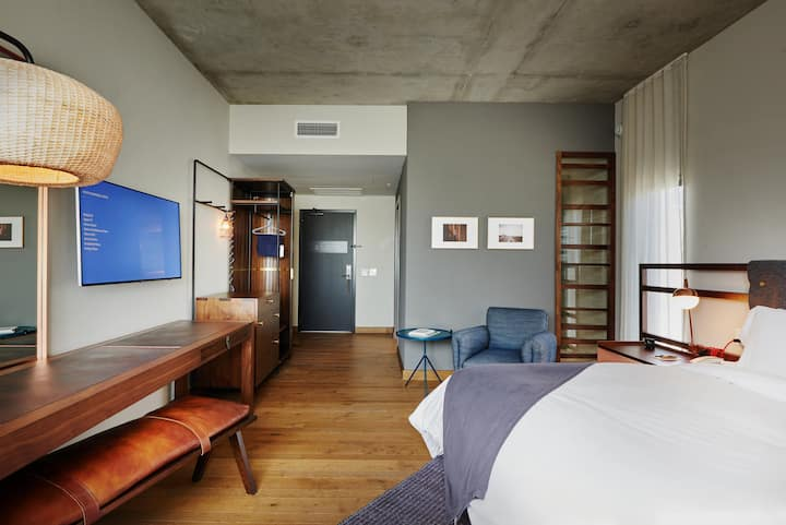 South Congress Hotel, Heights Room