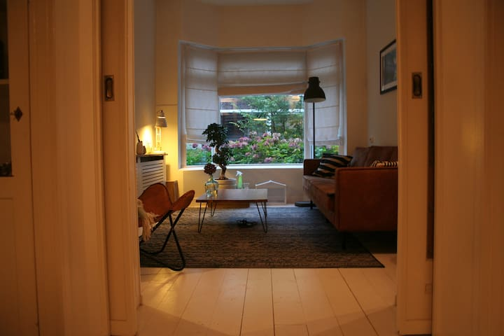Room in 1930s house 10 minutes walk from center - Groningen
