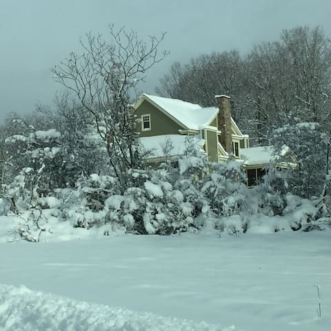 Large cozy home on 26 private acres - Shaftsbury