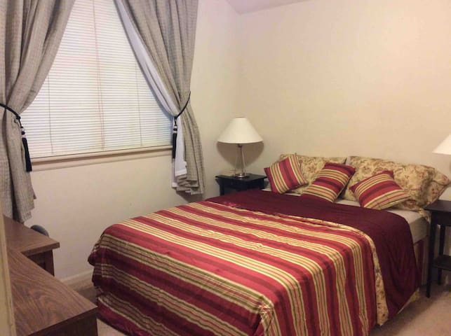 Queen Bed w/ Desk - Southeast Houston