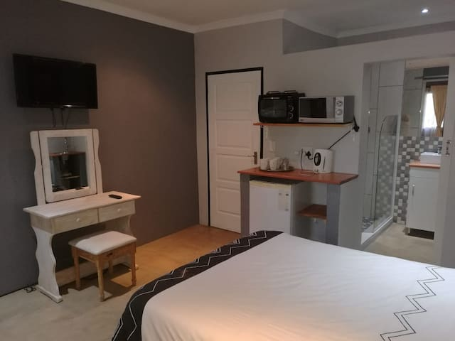 Joost accom,  Fransie Room