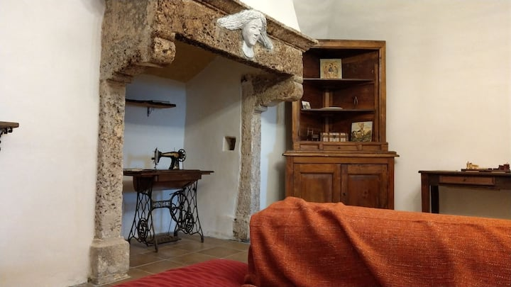 Calascio, Romantic Getaway in Abruzzo Mountains