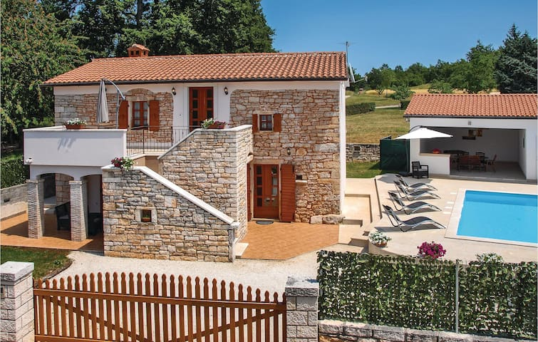 106 m² Exciting stone house in Pazin
