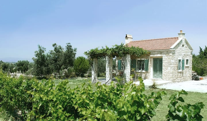Cozy Country Cottage in Urla