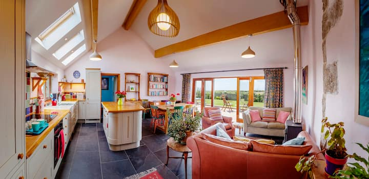The Bolt Hole with sea views