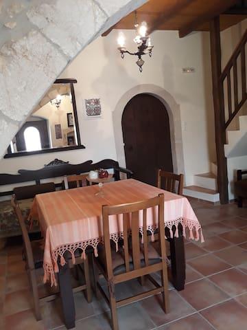 "Cosy Cretan Cottage ""Koutouloufari"""