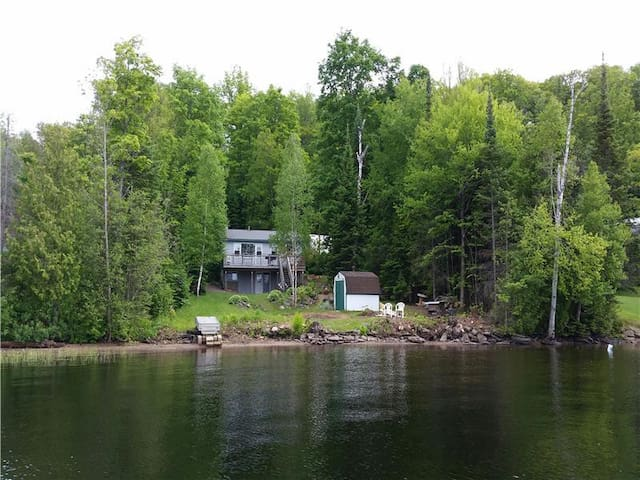 Diamond Lake 2 - Private Waterfront Cottage - Highland Grove