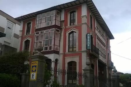 Alojamiento con encanto en Llanes - Llanes