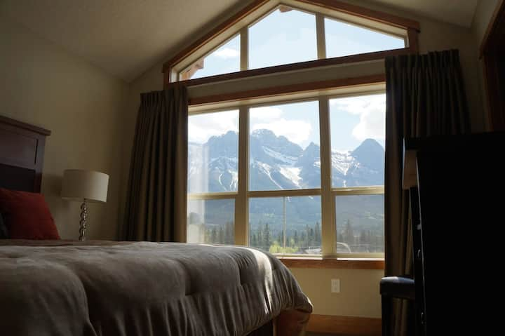 #202 Canmore home with beautiful views