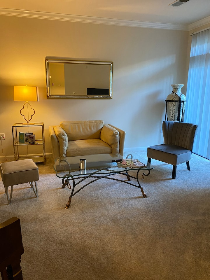 Beautiful 2 bedroom Condo Bethesda, DC, Potomac