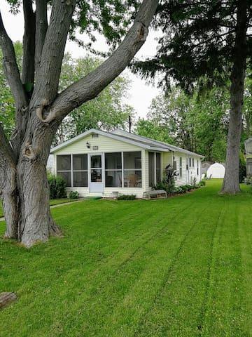 Shady Maple Cottage