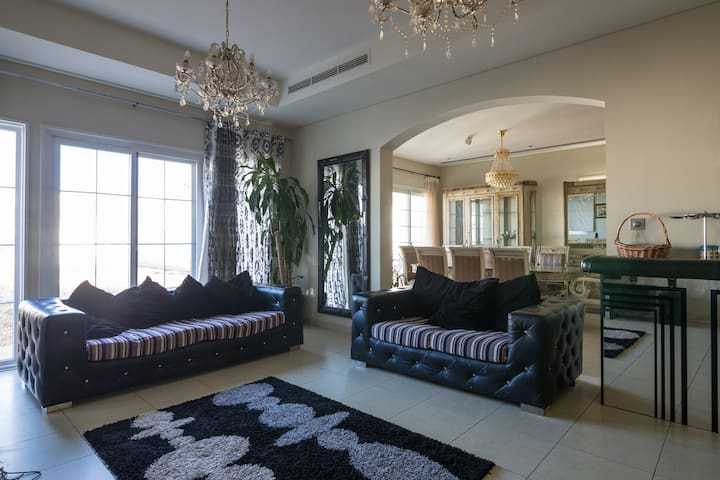 1 Night Free Villa fully furnished Villa in JVC - Dubai - Villa