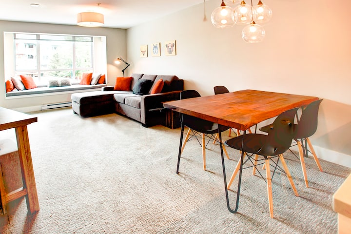 Boutique 1BR in Heart of Village: Work from here!