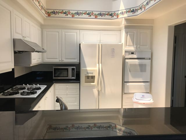 Prime location!  2BR 2BA near  beaches and shops